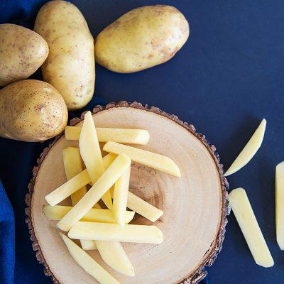Πατάτες Αποφλοιωμένες -Κομμένες έτοιμες για τηγάνι